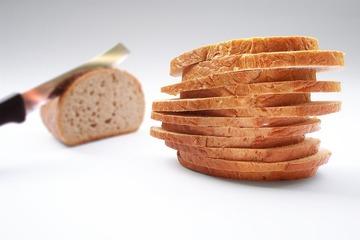 Thumb cut slice of breade